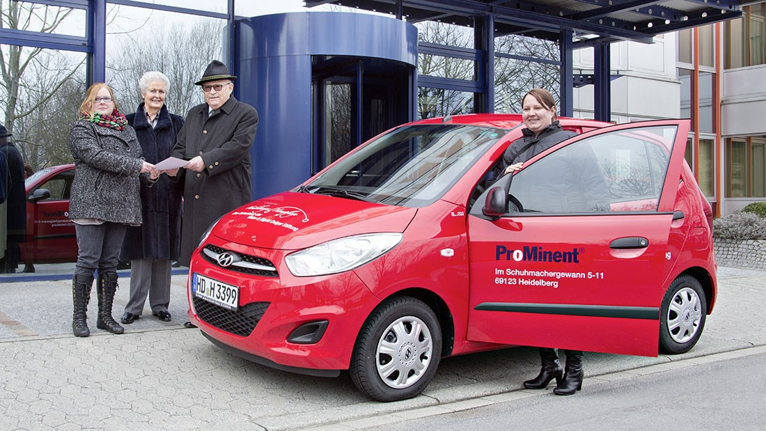 Prof. Dr. h.c. Viktor Dulger handed over compact car to Heidelberger Hauspflege gemeinnützige GmbH